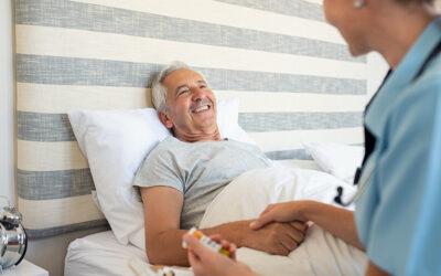 O que faz um cuidador de idosos? Saiba as atribuições deste profissional